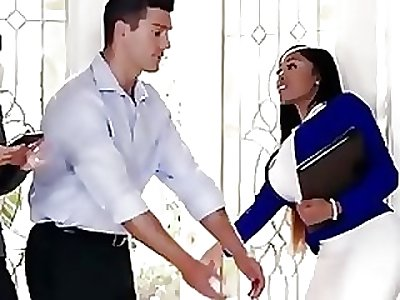 Moriah Mills woks her ass hard to give transport a dwelling-place